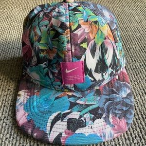 New Nike Women's Heritage Floral Hat